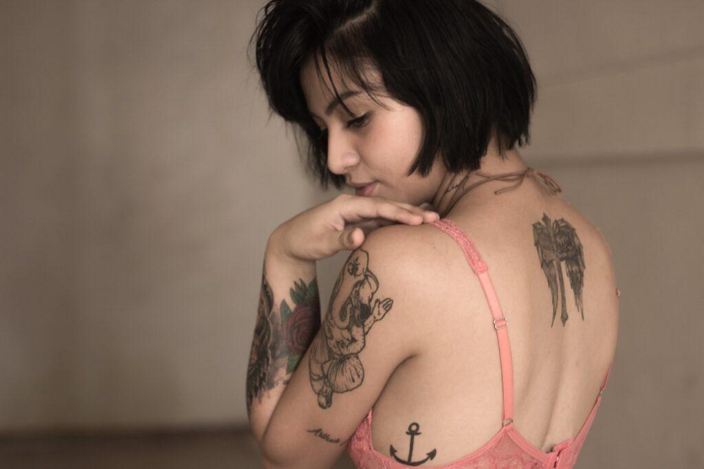藤原しおり(ブルゾンちえみ)のタトゥーは憧れのビーガンシェフの影響か