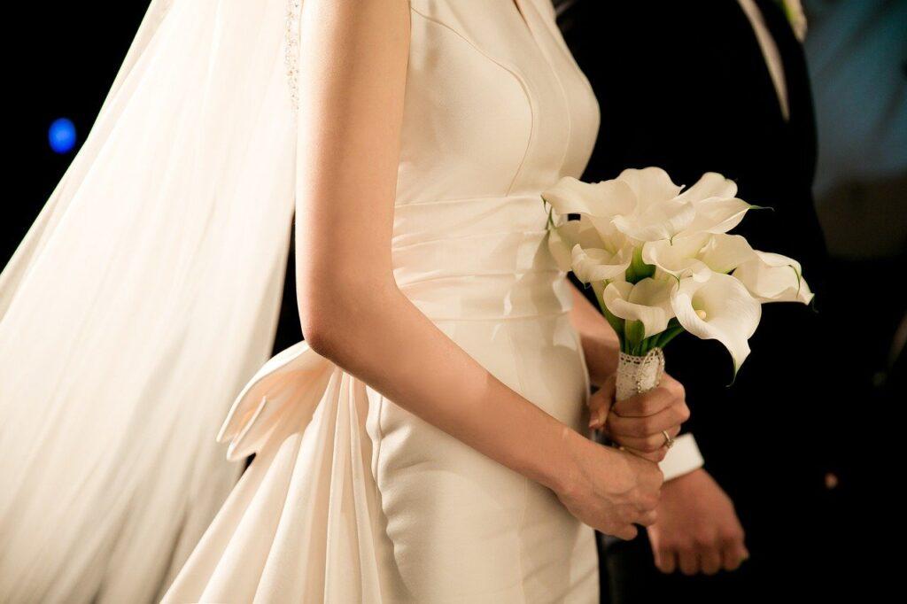 夏木マリ結婚10周年に式を挙げた乃木神社の結婚式の費用はいくらか